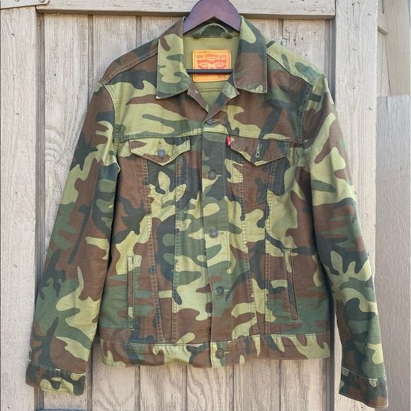 Levi's mens camo Jean jacket size large